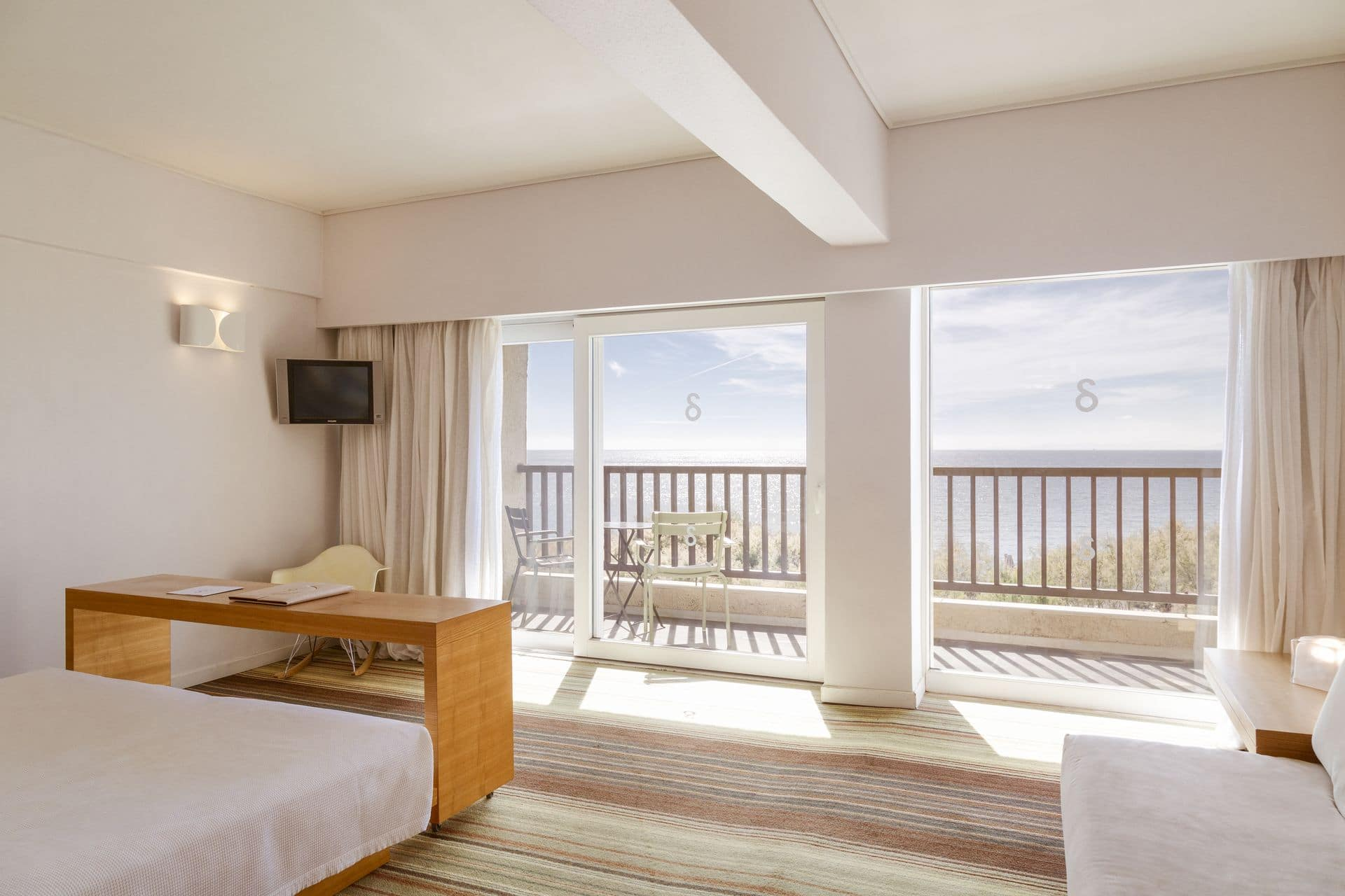 _hotel_room277_1_resized