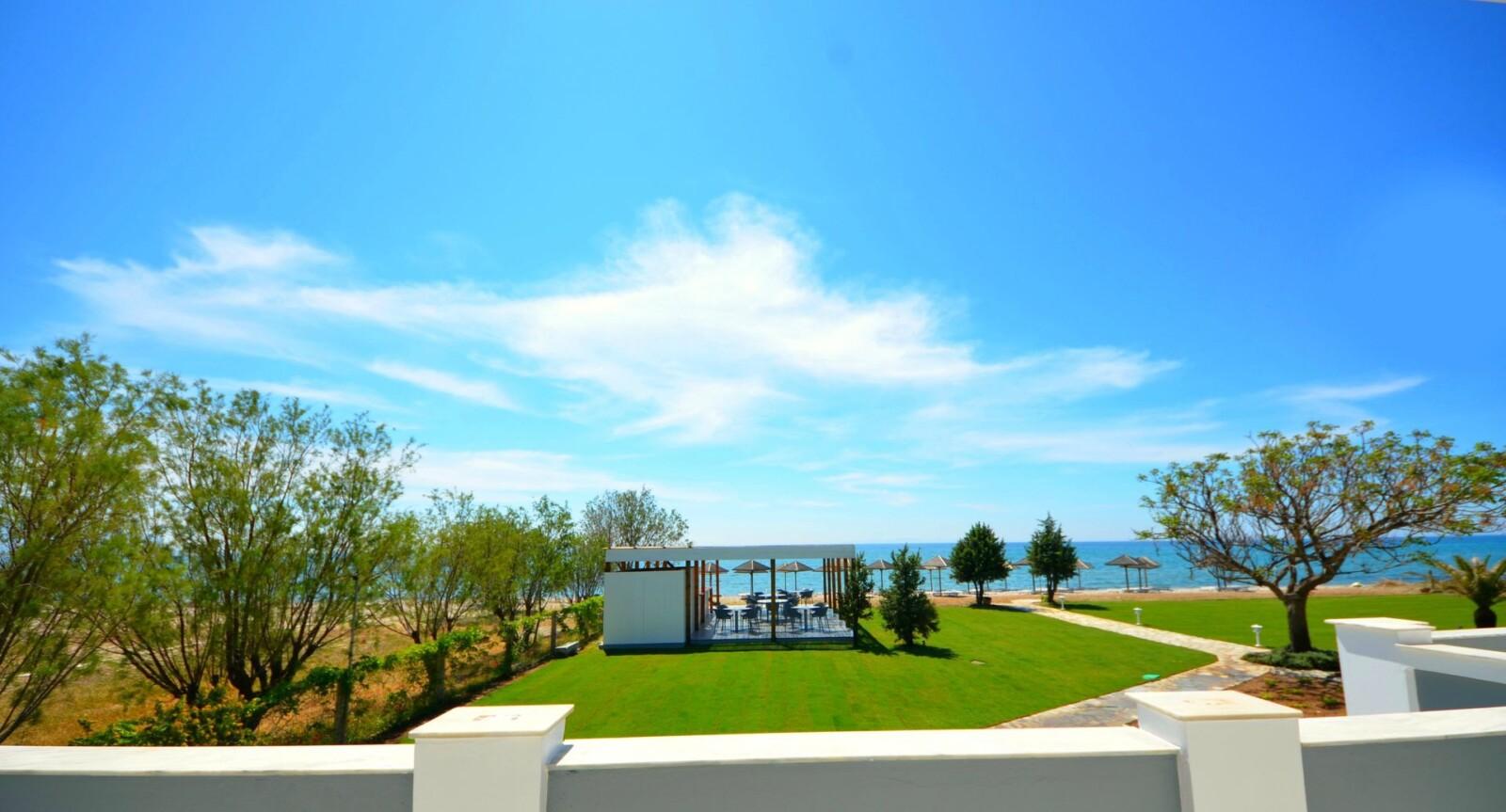 DoryssaDoryssa Coast's seafront luxury apartments in Samos view onto the beach